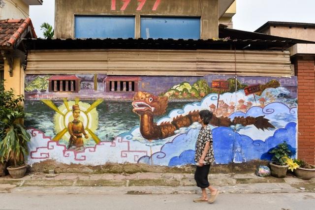 Đa phần những bức bích họa này được vẽ với phong cách vui vẻ, mô tả những hình ảnh sinh hoạt thường ngày của người dân địa phương.