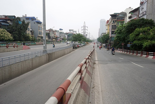 Đường phố Hà Nội vắng vẻ trong ngày nghỉ lễ - 11
