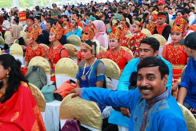 Các đoàn nghệ thuật quốc tế tham dự lễ hội Tràng An kết nối di sản.