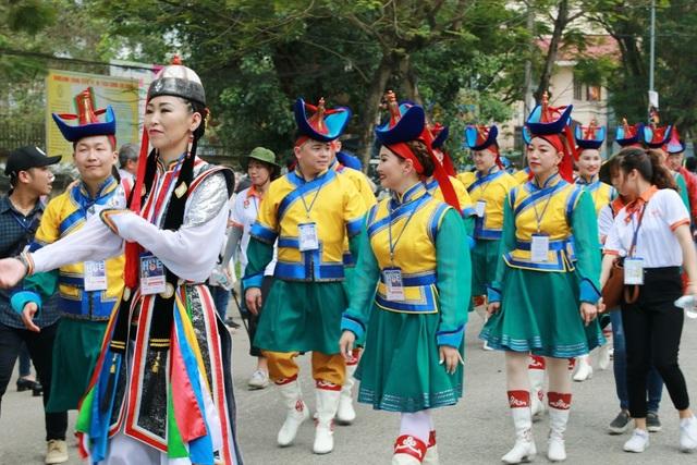 Đất nước Mông Cổ đặc trưng qua các bộ trang phục xứ đồng cỏ thảo nguyên
