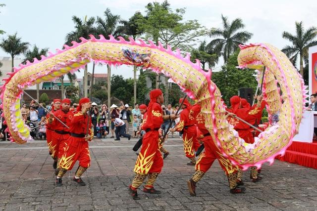 Màn múa rồng đặc sắc tại lễ khai mạc