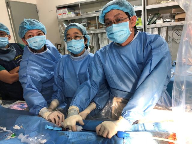 Sự phối hợp giữa các bác sĩ Việt - Thái đã đặt thành công máy tạo nhịp không dây cho người bệnh