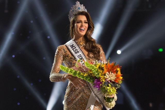 Đặc biệt, Hoàng Hải cũng rất có duyên với đất nước Pháp. Anh đồng hành cùng các người đẹp Pháp trong các cuộc thi hoa hậu, trong đó phải kể đến dấu ấn của Hoa hậu Hoàn vũ 2016 Iris Mittenaera từng mặc thiết kế của anh trong bán kết cuộc thi và đăng quang.