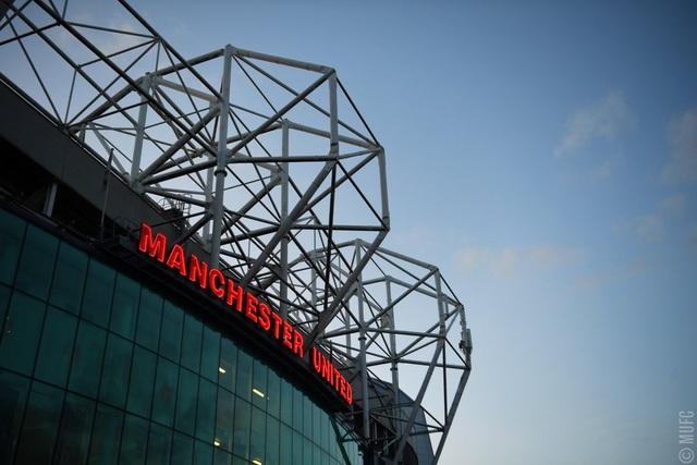 Old Trafford trước giờ bóng lăn ở trận đấu MU tiếp Arsenal thuộc khuôn khổ vòng 36 Premier League