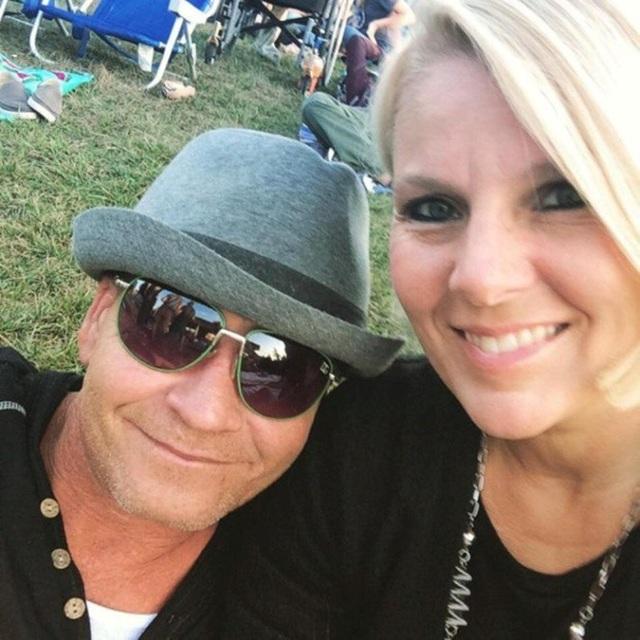 Connie chụp ảnh cùng người chồng Shane Christy