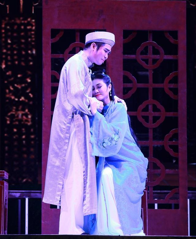 Nghệ sĩ Quang Khải (Ba Đợi thời trẻ) và NSƯT Quế Trân đã khắc họa nên một tình cảm đẹp của cặp đôi trai tài- gái sắc nhưng cũng gặp khá nhiều ngang trái.