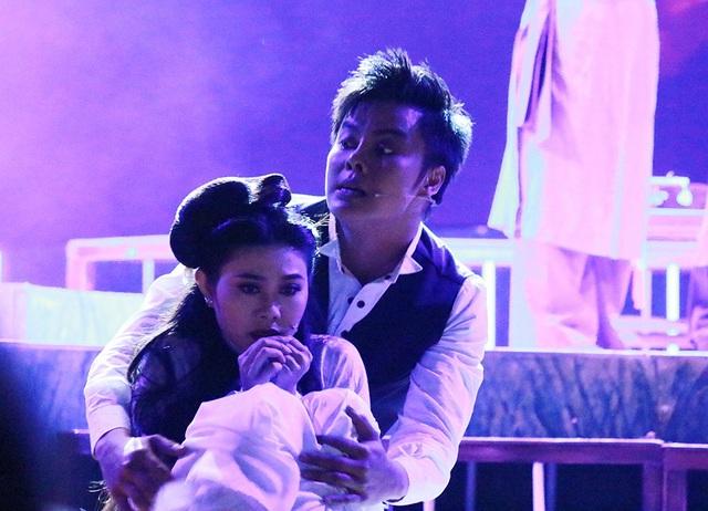 Giọng ca sắc xảo Võ Minh Lâm đã thành công trong vai phản diện nhưng cũng mang lại nhiều thú vị cho khán giả bởi nét diễn chuyên nghiệp cùng với nét tươi trẻ