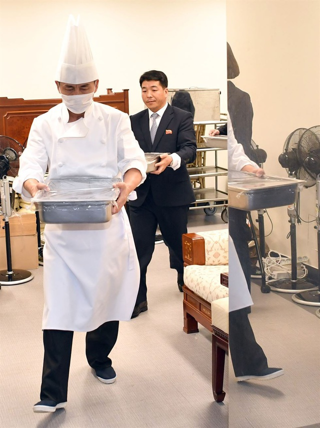 Món mì lạnh được phục vụ trong bữa tiệc được chính tay đầu bếp từ nhà hàng Okryukwan, nơi nổi tiếng với món mì lạnh ở Bình Nhưỡng, chuẩn bị. Phía Triều Tiên đã đồng ý cho đầu bếp này tới khu phi quân sự liên Triều để thực hiện món ăn này.