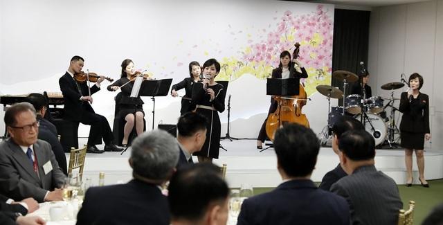 Các nghệ sĩ Triều Tiên biểu diễn tại bữa tiệc có sự tham gia của hai nhà lãnh đạo và các quan chức cấp cao hai nước.