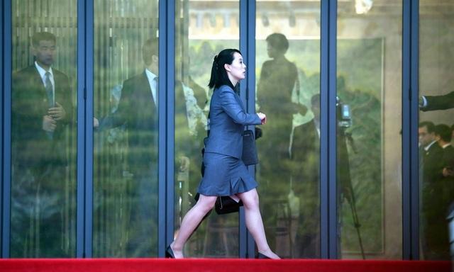 Bà Kim Yo-jong, em gái ông Kim Jong-un, di chuyển tại hội nghị thượng đỉnh. Bà được nhìn thấy hỗ trợ nhà lãnh đạo Triều Tiên xuyên suốt các hoạt động trong khuôn khổ hội nghị thượng đỉnh, từ hội đàm, trồng cây cho tới viết sổ lưu niệm.