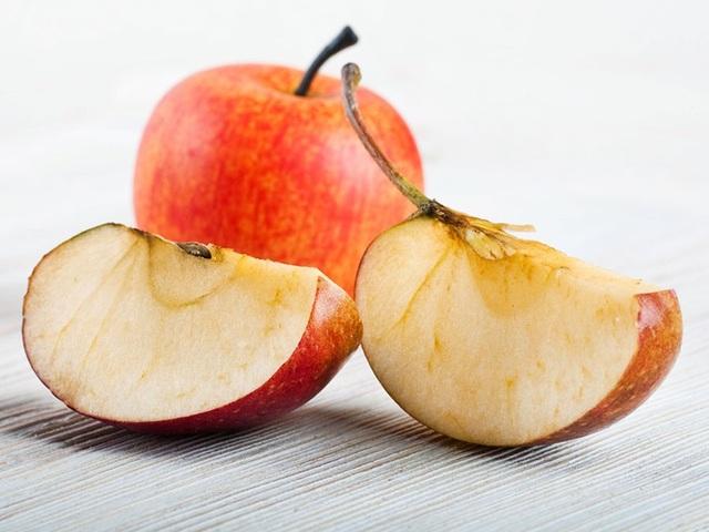 Tại sao miếng táo chuyển sang màu nâu khi vừa bổ ra? - 2