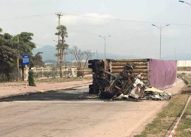 Hiện trường vụ tai nạn và hỏa hoạn