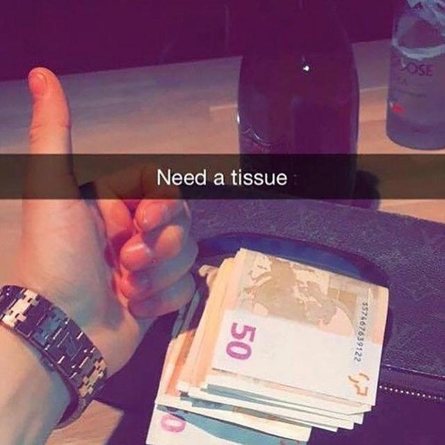Một tập tiền mệnh giá 50 euro chỉ để làm... giấy ăn.