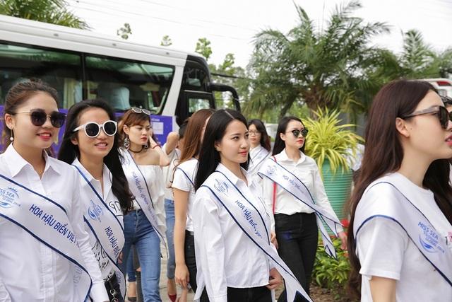Nhiều thí sinh không giấu được sự hào hứng khi lần đầu tiên đặt chân đến thiên đường biển đảo Kiên Giang.