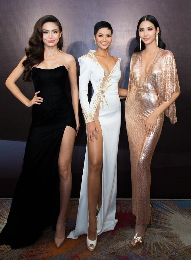 Hoa hậu H'Hen Niê, Á hậu Hoàng Thùy, Á hậu Mâu Thủy cùng xuất hiện trong sự kiện với thần thái rạng rỡ