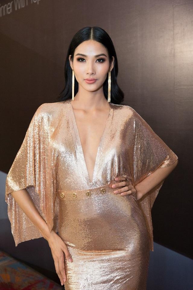 Người đẹp tiết lộ cô muốn xuất hiện trước khán giả với ngoại hình xinh đẹp nhất, nên đã đầu tư rất nhiều cho bộ trang phục này.