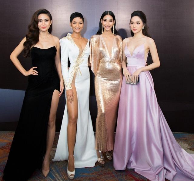 Đáng chú ý, hoa hậu chuyển giới Quốc tế 2018 Hương Giang cũng có mặt tại chương trình với vai trò khách mời.