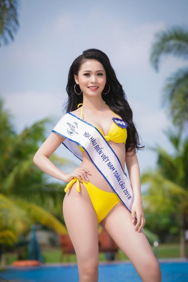 Gương mặt khác gây ấn tượng trong buổi chụp hình bikini là thí sinh Kim Ngọc có chiều cao 1m78.