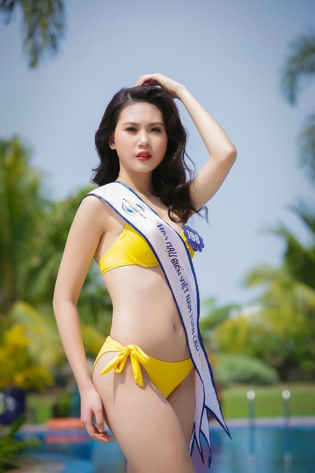 """Bùi Quỳnh Hoa từng lọt Top 45 Hoa hậu Hoàn vũ Việt Nam 2017 và đã xuất sắc đăng quang """"Miss Áo dài Việt Nam World 2017""""."""