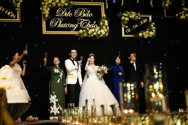 Đám cưới diễn ra trang trọng, ấm cúng. Đám cưới của cặp đôi BTV có sự góp mặt của gia đình và bạn bè và rất nhiều những BTV, nghệ sĩ nổi tiếng như MC Hoàng Linh, MC Mai Ngọc, MC Trần Ngọc, ca sĩ Đinh Mạnh Ninh... Đảm đương vai trò MC của lễ cưới là MC Minh Hà (ngoài cùng bên trái) và cũng là bạn dẫn của Đức Bảo trong chương trình Cà phê sáng.