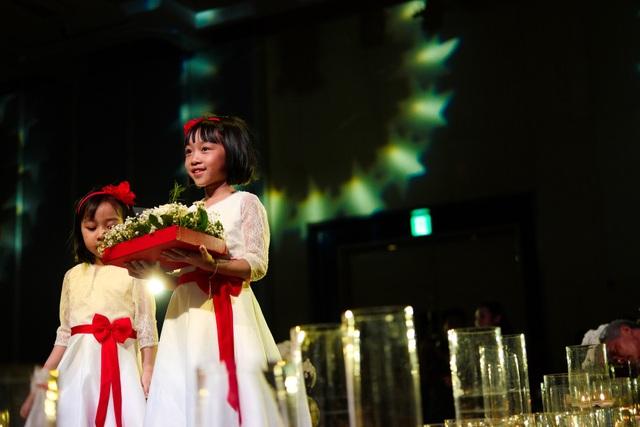 Lễ cưới diễn ra với đầy đủ các nghi lễ..