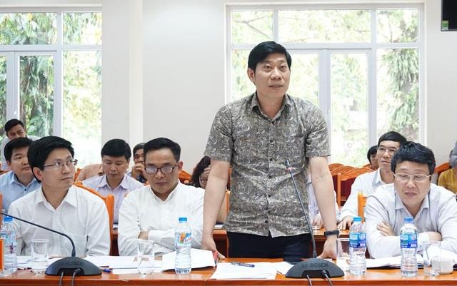 Ông Hùng thông tin về việc Mỹ áp thuế chống bán phá giá đối với cá tra của Việt Nam tại cuộc họp báo.