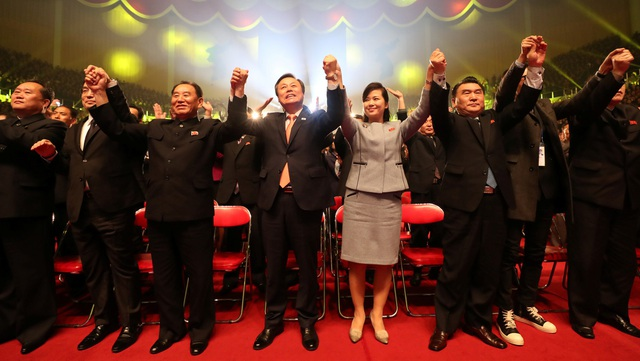 Nhiều quan chức cấp cao của Triều Tiên và Hàn Quốc đã tới dự buổi hòa nhạc, trong khi nhà lãnh đạo Kim Jong-un vắng mặt. Trước đó, ông Kim Jong-un và phu nhân đã tới dự buổi hòa nhạc đầu tiên của đoàn nghệ thuật Hàn Quốc tại Bình Nhưỡng hôm 1/4. (Ảnh: Reuters)