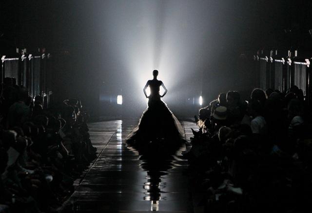 Trăm năm lịch sử thời trang nhìn từ sàn catwalk - 1