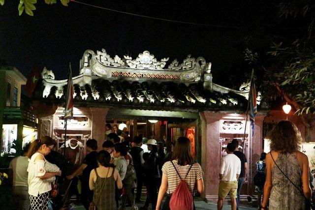 Trong dịp nghỉ lễ này trùng với rằm âm lịch, tại Hội An sẽ diễn ra nhiều hoạt động như lễ hội hoa đăng, tắt điện vì môi trường… thu hút đông đảo người dân, du khách