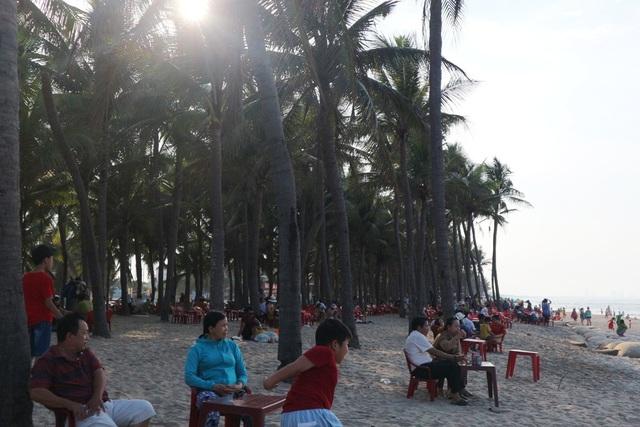Sau khi vui chơi tại các điểm làng nghề (Hội An) thì biển Cửa Đại, An Bàng là lựa chọn hấp dẫn cho người dân và du khách trước khi tiếp tục đến với phố cổ Hội An về đêm