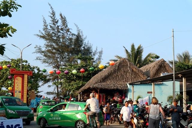 Bãi biển An Bàng - được bình chọn một trong 20 bãi biển đẹp nhất Châu Á cũng thu hút đông đảo người dân, du khách trong và ngoài nước