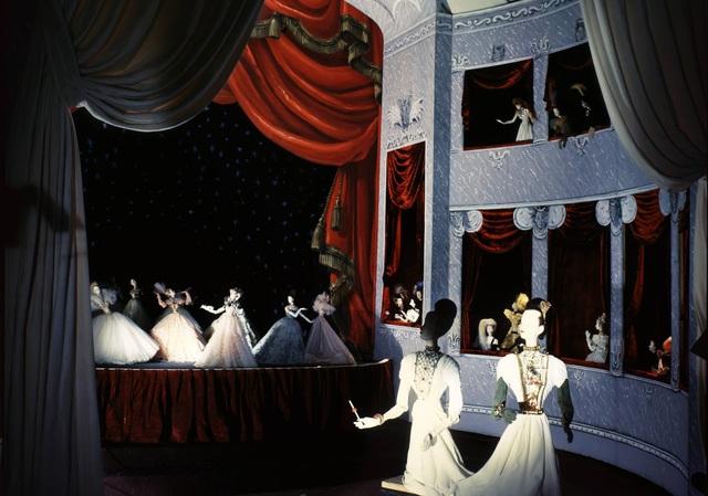 Trăm năm lịch sử thời trang nhìn từ sàn catwalk - 5