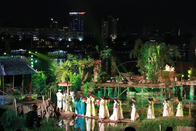 Khung cảnh đám cưới trên sông nước