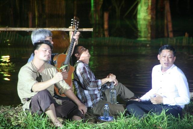 Những buổi nhậu chuếnh choáng bên sông Hương và đàn hát thi ca