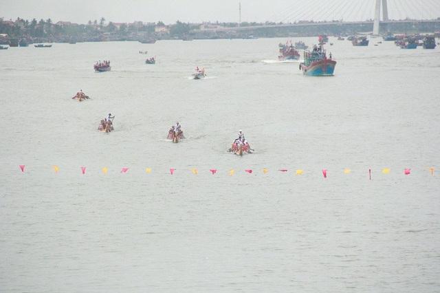 Rộn ràng với lễ hội đua thuyền truyền thống trên sông Nhật Lệ - 4