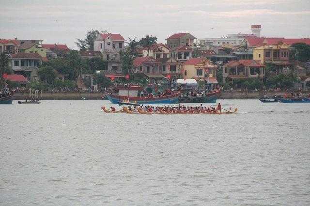 Rộn ràng với lễ hội đua thuyền truyền thống trên sông Nhật Lệ - 2