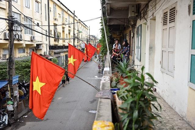 Hà Nội rợp cờ đỏ sao vàng kỷ niệm ngày thống nhất đất nước - 5