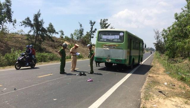 Va chạm với xe buýt, đôi nam nữ trẻ thương vong - 3