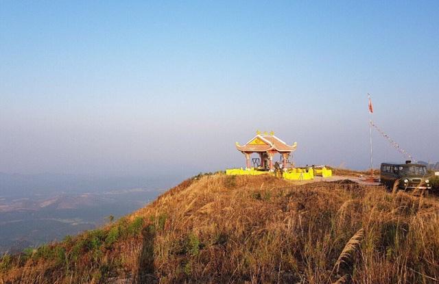 Nhà bia tưởng niệm di tích lịch sử điểm cao 1015 (Charlie) và 1049 (Delta) tại tỉnh Kon Tum.