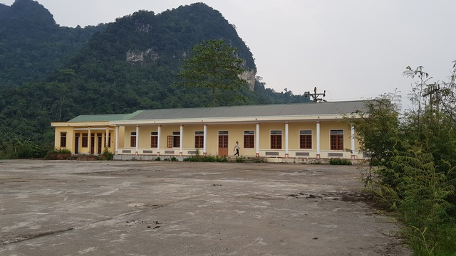 Công trình trường học hơn 1 tỷ đồng bỏ hoang từ lâu.