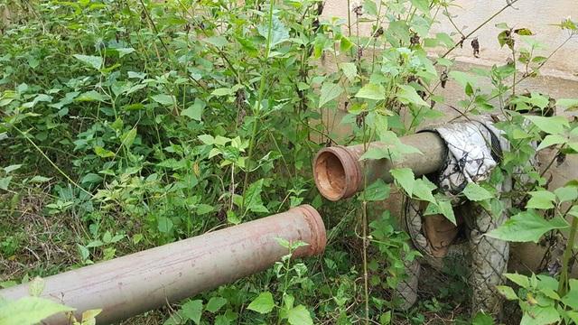 Đường ống dẫn nước cũng bị hư hỏng dù chưa một lần dùng.