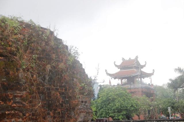 Bức tường thành phía Bắc Thành cổ Quảng Trị