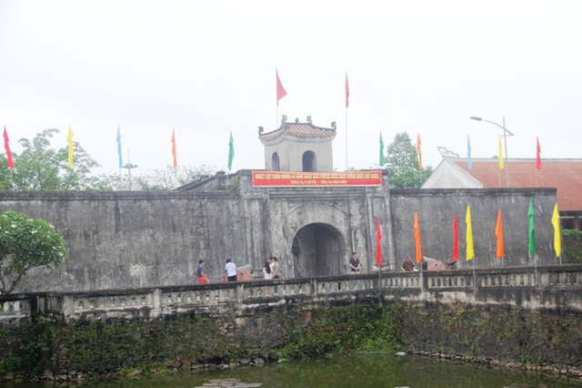 Thành Cổ Quảng Trị được biết đến không chỉ là công trình thành lũy quân sự dưới thời Nguyễn (1802 - 1945), một công trình kiến trúc, văn hóa của đất nước mà còn là một Di tích cấp Quốc gia đặc biệt