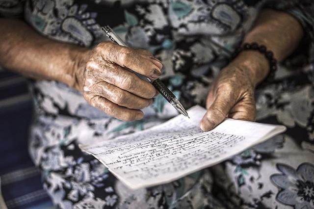 Bà của Hạ My đặc biệt thích thú với việc sáng tác thơ, đối với bà, làm thơ cũng như một cách viết nhật ký của tâm hồn.