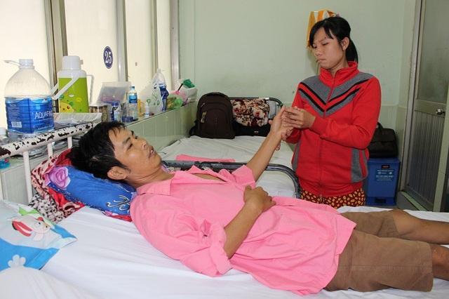 Chị Thúy Kiều đang cố níu kéo sự sống cho chồng trong cảnh khốn khó