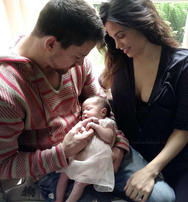 Cặp đôi cùng đón ngày của cha bên con gái mới chào đời vào năm 2013. Gia đình họ thường xuyên chia sẻ những hình ảnh ngọt ngào và đáng yêu của họ trên mạng xã hội.