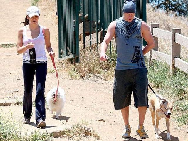 Cặp đôi nuôi hai chú chó và xem chúng như gia đình của mình. Khoảng thời gian hai người cùng dắt cho đi dạo là tuyệt vời và thư giãn nhất với Jenna và Channing.