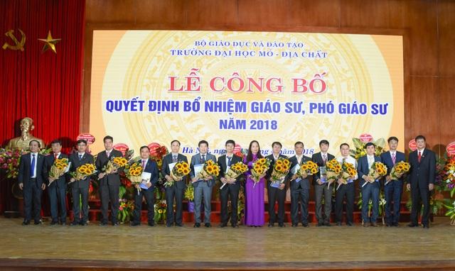 Năm 2018, trường ĐH Mỏ Địa chất bổ nhiệm 16 giáo sư, phó giáo sư