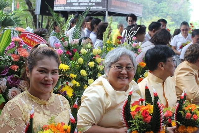 Hàng vạn Phật tử, du khách náo nức đổ về lễ hội Quán Thế Âm ở Đà Nẵng - 7
