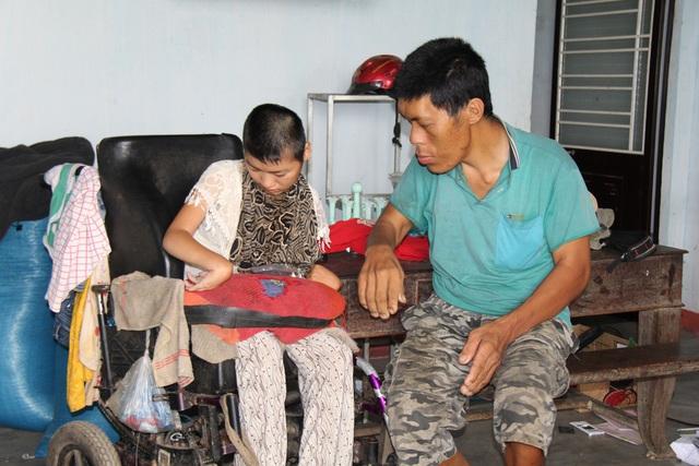 Ước mong của Dương chỉ là bố có tiền điều trị, chị được ăn thịt cá